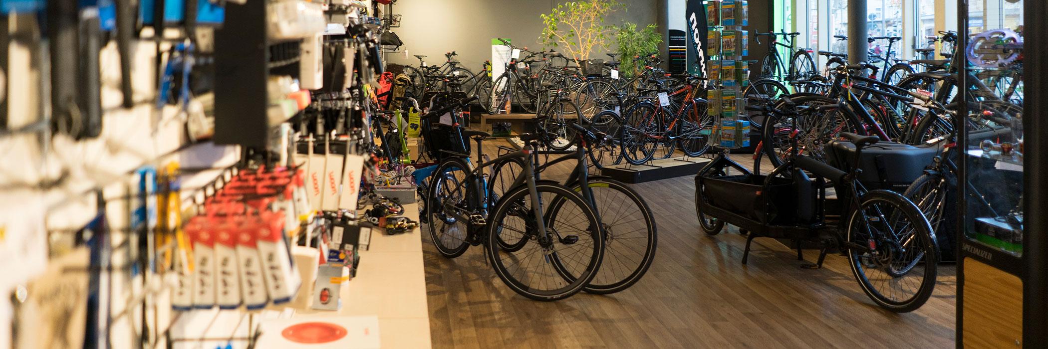 Fahrräder und Zubehör